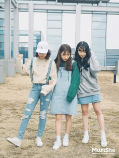 Jersey with bigger wrist bands what off colours or trending ones with what print Korean Street Fashion, Korea Fashion, Kpop Fashion, Asian Fashion, Modest Fashion, Fashion Beauty, Girl Fashion, Fashion Outfits, Womens Fashion