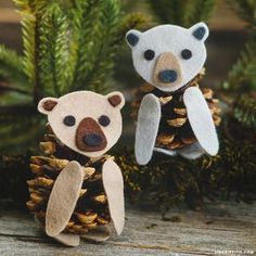 An Unbearably Adorable Kid's Craft If you've been a long-time follower of our crafts, you know that we love making felt and pinecone animals. They are the perfect kid's craft! They only require a coup