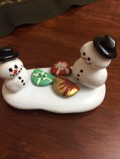 Christmas Wood Crafts, Christmas Rock, Christmas Themes, Holiday Crafts, Christmas Decorations, Stone Crafts, Rock Crafts, Off Your Rocker, Pebble Pictures