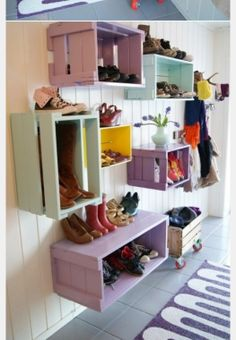 Schuhregal selber bauen – DIY Möbel und Ideen Build a shoe rack yourself – DIY furniture and ideas Bedroom Storage Ideas For Clothes, Bedroom Storage For Small Rooms, Entryway Shoe Storage, Diy Storage, Storage Hacks, Garage Storage, Wall Storage, Storage Solutions, Record Storage