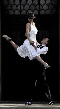 Expectaculo de Tango, en uno de los tantos bodegones de Buenos Aires, Argentina