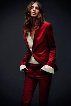 Red Fashion, High Fashion, Fashion Outfits, Fashion Women, Fashion Photography Inspiration, Style Inspiration, Dark Portrait, Red Photography, Red Suit