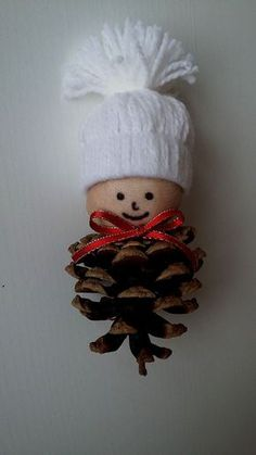 Christmas characters made with pine cones! Here are 15 ideas to inspire you . : Christmas characters made with pine cones! Here are 15 ideas to inspire you … – basteln – Pinecone Crafts Kids, Pinecone Ornaments, Christmas Ornament Crafts, Christmas Projects, Kids Christmas, Holiday Crafts, Pine Cone Crafts For Kids, Ornaments Ideas, Snowman Ornaments