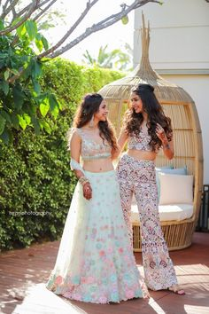 Party Wear Indian Dresses, Designer Party Wear Dresses, Indian Gowns Dresses, Indian Bridal Outfits, Indian Bridal Fashion, Dress Indian Style, Wedding Dresses For Girls, Indian Fashion Dresses, Indian Designer Outfits