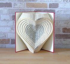 Folded Book Art, Paper Book, Paper Art, Paper Crafts, Diy Crafts, Book Folding Patterns Free, Old Book Crafts, Modular Origami, Book Sculpture