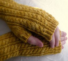 Jo March Mitts-FREE Pattern, great colorway, great pattern!