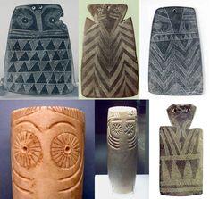 Ídolos de placa y betílicos de la cultura de Los Millares. Con decoracion de motivos oculados.