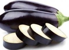 What's that big purple thing you always see lurking in a grocery store? That, my friend, is an eggplant. And thankfully for you, the health benefits of eggplant are enormous. Not many people really. Healthy Vegetables, Fruits And Vegetables, Veggies, Eggplant Benefits, Eggplant Seeds, Veggie Wraps, Get Thin, Go For It, Cooking Recipes