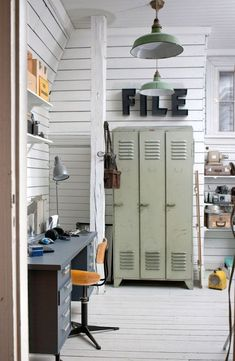 These industrial living room design ideas are going to be the next best idea when it comes to changing your living room! Industrial Living, Industrial Interiors, Industrial Office, Industrial Lockers, Metal Lockers, Vintage Lockers, My New Room, Boy Room, Locker Storage