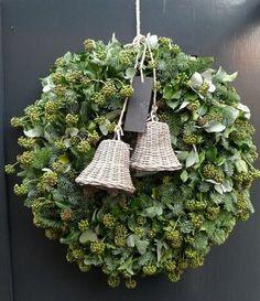 15 Festive DIY Holiday Wreaths