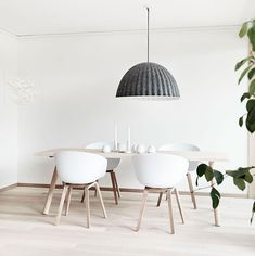 Skandinavisches Design at its best!   http://nordicdesign.ca/blog/stylish-apartment-in-sweden/#.UfTo7KwmXbo