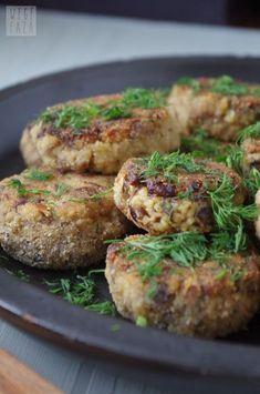 kotlety-pieczarkowo-jaglane.html Vegetarian Recipes, Cooking Recipes, Healthy Recipes, Cooking Ideas, Clean Eating, Healthy Eating, Veggie Dinner, Salty Foods, Vegan Dinners