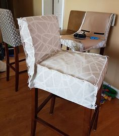 Kitchen Renovation 20171950s Pass-Through Kitchen Renovation ProjectHow to Sew Bar Stool Slipcovers TutorialTo fulfill my dream of renovating my kitchen on a budget, I tried my hand at making custom slipcovers for my new-to-me bar stools for the breakfast bar we are creating. I didn't buy a pattern to make these. Instead, I used my handy measuring tape and dove right in and figured things out as I went along.advertisement - content continues below Each chair took approximately 2 infant nap... Bar Stool Covers, Dining Room Chair Covers, Dining Room Chairs, Side Chairs, Bar Stool Slipcovers, Custom Slipcovers, Chaise Bar Ikea, Slip Covered Dining Chairs, Diy Chair