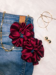 Clothing Photography, Jewelry Photography, Diy Hair Scrunchies, Accesorios Casual, Silk Hair, Diy Hair Accessories, Clothes Crafts, Diy Hairstyles, Product Launch