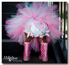 You all know I'm in LOVE with rainboots, but this is even more adorable!!