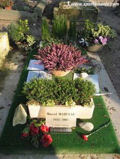 Photo de la tombe du mime Marceau au cimetière du Père Lachaise à Paris