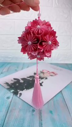 Cool Paper Crafts, Paper Flowers Craft, Paper Crafts Origami, Diy Flowers, Paper Flower Garlands, Handmade Flowers, Tissue Paper Decorations, Paper Wall Decor, Origami Paper Folding