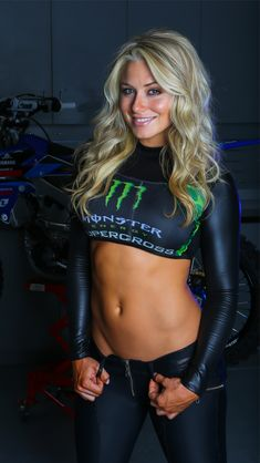 ❤️Carlos te ama♡ Dianna Dahlgren via TWMX // wearing custom Monster Energy X Crispy Bikinis top hand accented by the Ladies of Crispy Bikinis {Sue and Cristina Swink}❤️Carlos te ama♡ Niñas Monster Energy, Motocross Girls, Fitness Models, Female Fitness, Muscle Fitness, Pit Girls, Promo Girls, Umbrella Girl, Lingerie