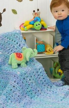 Baby Blue Blanket / those colours are great together / have made one in crochet similar & it looks great - lots of comments / FREE KNITTING pattern Free Baby Blanket Patterns, Baby Blanket Size, Easy Knitting Patterns, Blue Blanket, Crochet Blanket Patterns, Baby Blanket Crochet, Baby Patterns, Free Knitting, Baby Knitting
