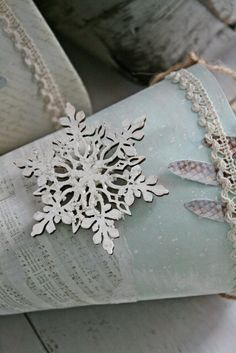 VIBEKE DESIGN: A taste of Christmas -white paint over image