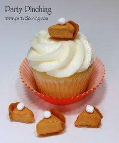 Pumpkin Pie cupcake topper and other cute Fall/Thanksgiving desserts...