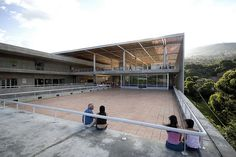 Parque Biblioteca la Quintana Tomás Carrasquilla (Medellin) Bibliotecta con espacio exterior recorrible