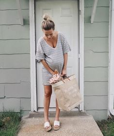 New baby bump style simple ideas Baby Bump Style, Mommy Style, Pregnancy Looks, Pregnancy Photos, Pregnancy Fashion, Summer Pregnancy Style, Summer Maternity Style, Baby Pregnancy, Stylish Maternity