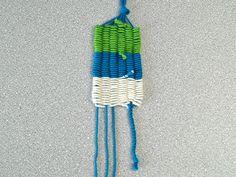 Lustige Figuren mit Kindern weben - mit Strohhalmen - Fantasiewerk Yarn Crafts, Diy And Crafts, Textiles, Bugaboo, Bunt, Friendship Bracelets, Projects To Try, Kids, Children