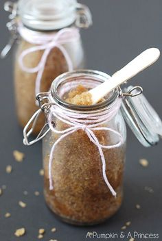 spa party: Pamper your skin with this easy DIY Honey Brown Sugar Scrub recipe. Surprise ingredients leave your skin feeling refreshed and fragrant! Sugar Scrub Homemade, Sugar Scrub Recipe, Homemade Soaps, Oatmeal Scrub, Brown Sugar Scrub, Coconut Oatmeal, Do It Yourself Inspiration, Diy Scrub, Honey Brown