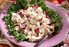 A Meal Plan Day Lunch – To make a chicken salad, toss 4 ounces shredded skinless roast chicken breast with cup sliced red grapes, 1 tablespoon slivered almonds, 1 tablespoon light mayonnaise and 1 tablespoon fat-free sour cream. Chicken Curry Salad, Chicken Salad Recipes, Healthy Chicken, Low Calorie Lunches, 200 Calorie Meals, Lunch Recipes, Diet Recipes, Healthy Recipes, Lunch Meals