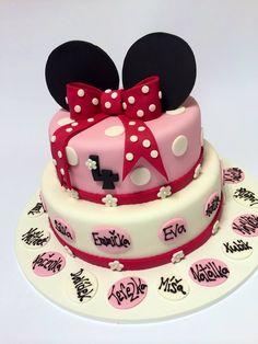 Dětský dortík s myškou Minnie, ozdobený oválky se jmény dětí ze školky. Minnie Mouse, Birthday Cake, Desserts, Food, Tailgate Desserts, Birthday Cakes, Deserts, Essen, Dessert