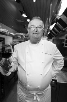 Chef Juan Mari Arzak, was born in San Sebastián, País Vasco. He is part of a cookers family and they have a restaurant, named Arzak.