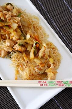 Soy vermicelli with chicken and vegetables- Soy vermicelli with chicken and vegetables Mastercheffa - Asian Recipes, Healthy Recipes, Ethnic Recipes, Fish And Meat, Exotic Food, Chicken And Vegetables, International Recipes, Original Recipe, I Love Food