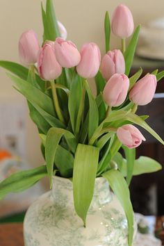 Spring / Easter Floral decor by Abby Lanes, via Flickr
