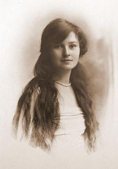 +~+~ Vintage Photograph ~+~+ Lovely young woman with long hair
