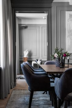 The apartment is basically architect designed and remodeled by Elding Oscarson. it is painted in grey hues serving as the perfect canvas for the. Simple Furniture, Modern Furniture, Decor Interior Design, Interior Decorating, Interiors Magazine, World Of Interiors, Apartment Living, Decoration, Interior Inspiration