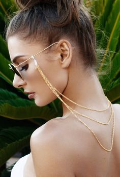 Fashionable sunglass chain, two triangle charms frame your face. This statement sunglass chain makes a fashion statement and protects your eyewear. Trending Sunglasses, Eyeglass Holder, Body Jewelry, Jewellery, Eyeglasses, Eyewear, Chokers, Fashion Jewelry, Gold Bracelets