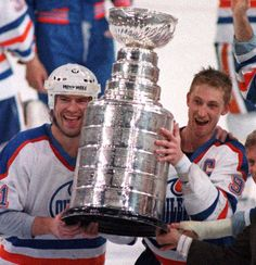 Edmonton, 1988 - Mark Messier and Wayne Gretzky celebrate after leading the Edmonton Oilers to their Stanley Cup victory in 5 years. Montreal Canadiens, Mark Messier, Sports Trophies, Wayne Gretzky, Stanley Cup Champions, Edmonton Oilers, National Hockey League, Hockey Players, Ice Hockey
