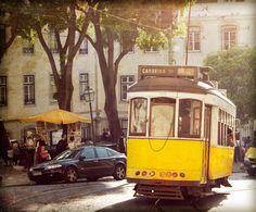 Tranvía en la Catedral de Lisboa