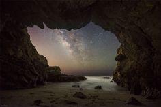 La Via Lattea da una grotta mare Malibu