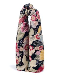 Struggle to wrap #bottles elegantly? Try using furoshiki. Browse our range here: http://www.thejapaneseshop.co.uk/japanese-accessories/furoshiki/