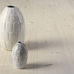 Vitoljade furuparketter. 1 stav Swedish Design, Scandinavian Design, Pine Floors, Plank, Wood Carving, Wood Wall, Vase, Flooring, Interior