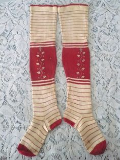 Child size C Cream Red Stripe Knit Linen Stockings Leaf Vine Embroidery. Antique Clothing, Historical Clothing, Vintage Outfits, Vintage Fashion, Textiles, Vintage Knitting, Striped Knit, Knitting Socks, Antique Dolls