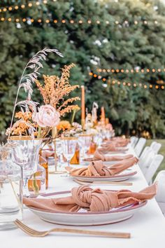 This rust Baby Shower is all things Trendy and Abstract - Inspired By This Elegant Baby Shower, Boho Baby Shower, Baby Shower Fall, Girl Shower, Baby Shower Table Set Up, Fall Baby, Baby Shower Table Decorations, Bridal Shower Tables, September Baby Showers