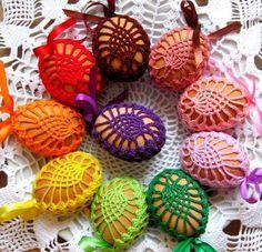 KOSZULKI NA JAJKA, pisanki wielkanocne, 20 kolorów (505… na Stylowi.pl Easy Easter Crafts, Holiday Crafts For Kids, Holiday Crochet, Crochet Gifts, Thread Crochet, Crochet Motif, Yarn Crafts, Diy And Crafts, Homemade Easter Baskets