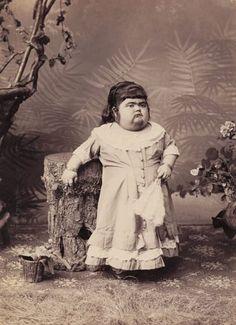 The Human Skeleton… Vintage Freak Show Cabinet Cards Vintage Bizarre, Creepy Vintage, Vintage Stuff, Old Circus, Vintage Circus, Albino Twins, Freak Show Circus, Cirque Vintage, Sideshow Freaks