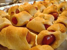 Pigs in a blanket Finger Food Menu, Finger Foods, Cute Snacks, Pigs In A Blanket, Party Entertainment, New Years Eve Party, Nye, Hot Dog Buns, Kids Meals
