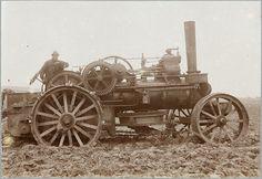 Anonimo: Locomobile per arare, stampa al collodio, 1915 circa. © Schweizerische Landesmuseen