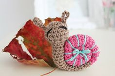 Snail Amigurumi - FREE Crochet Pattern and Tutorial (use translate) ❥Teresa Restegui http://www.pinterest.com/teretegui/❥