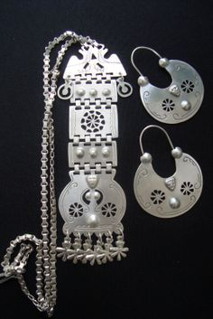Mapuche jewellery - Another! Tribal Jewelry, Bohemian Jewelry, Jewelry Art, Silver Jewelry, Metal Clay Jewelry, Look Boho, American Jewelry, Washer Necklace, Jewelry Making